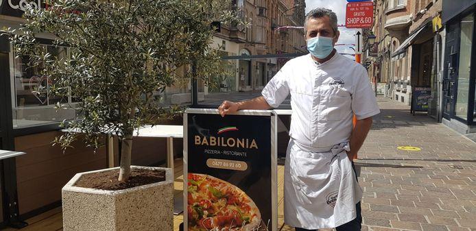 """Moussa Yaramis van Italiaans restaurant Babilonia in de Menenstraat in Ieper: """"Ik wacht nog even af met mijn terras"""""""