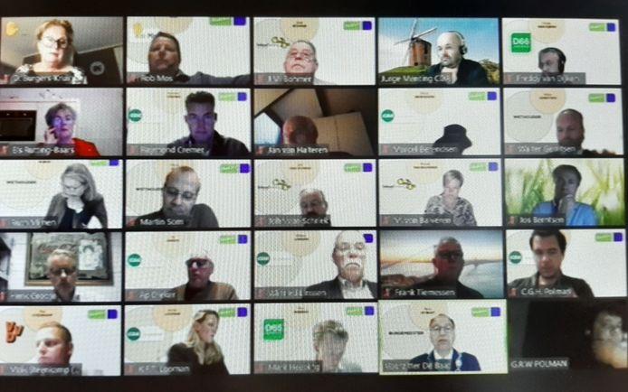 Een screenshot van een digitale raadsvergadering in Montferland