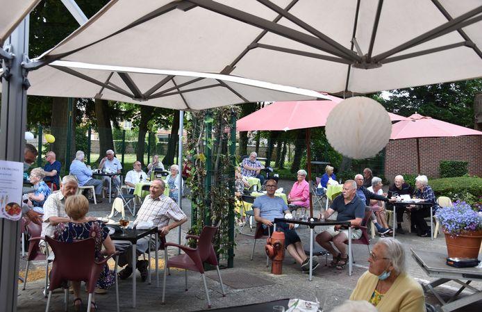 Inhuldiging petanquebanen aan Vandernoot park - Ter Borre in Strombeek: En een terrasje achteraf.