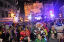 Op de Grote Markt werd stevig gevierd tijdens de eerste dolle nacht van Carnaval Halle.