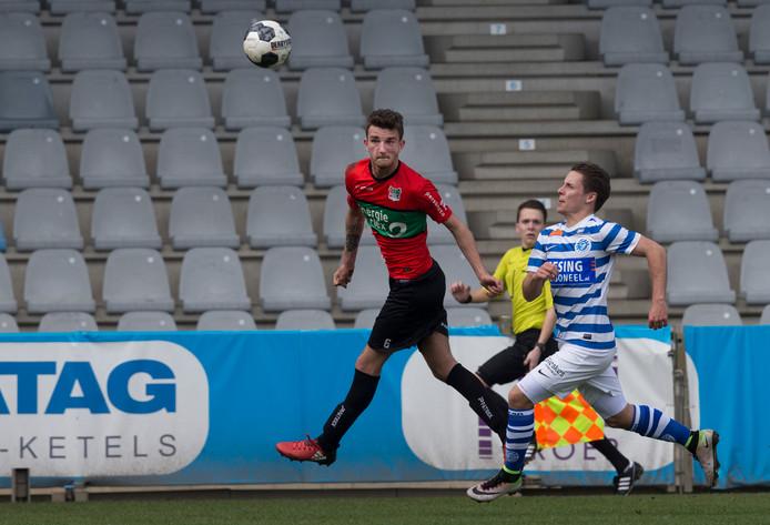 Lars Kramer dit seizoen in actie in een oefenduel van NEC met De Graafschap.