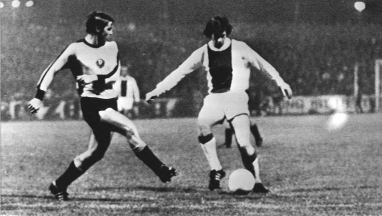 Gerrie Mühren als Ajacied in 1971 tegen Dynamo Dresden. Beeld anp
