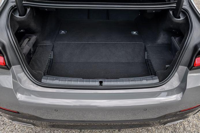 De batterijen veroorzaken een hogere vloer in de laadruimte
