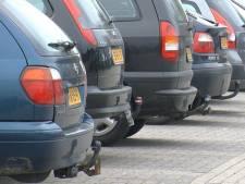 Nieuwe auto's passen niet meer in oude wijken. 'Buren veroorzaken ongewild schade aan elkaars auto'