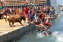 """La """"Bous a la Mar"""" (NDLR= """"Taureaux à la mer"""") est un événement annuel organisé dans la ville de Dénia en Andalousie."""
