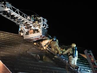 Schouwbrand breidt uit naar dak maar brandweer kan erger voorkomen