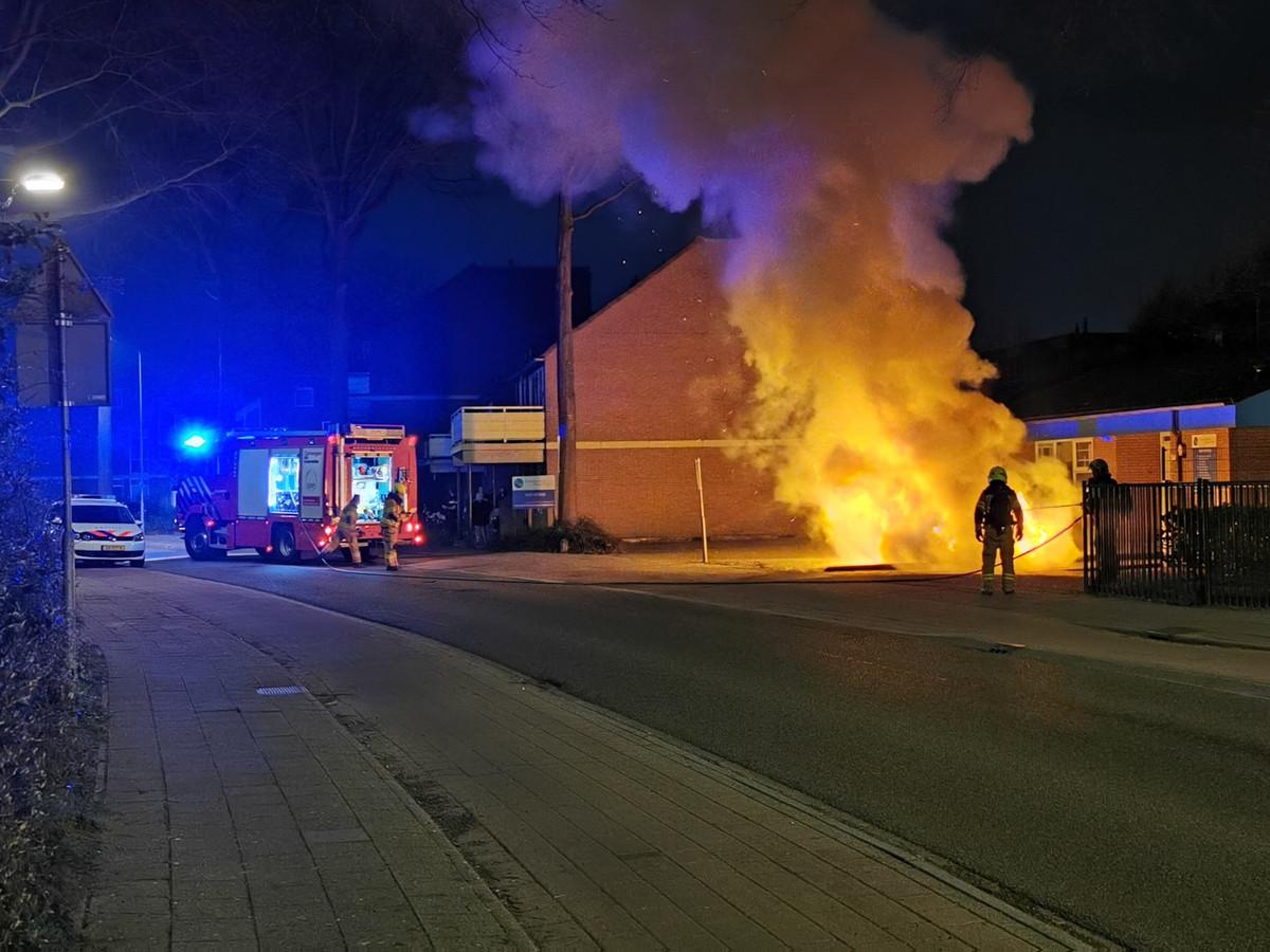 De autobrand aan de Tarthorst in Wageningen.