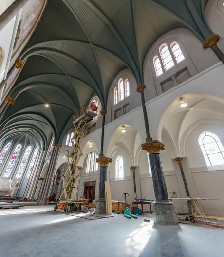 Cultureel Centrum met Bijbelse ramen
