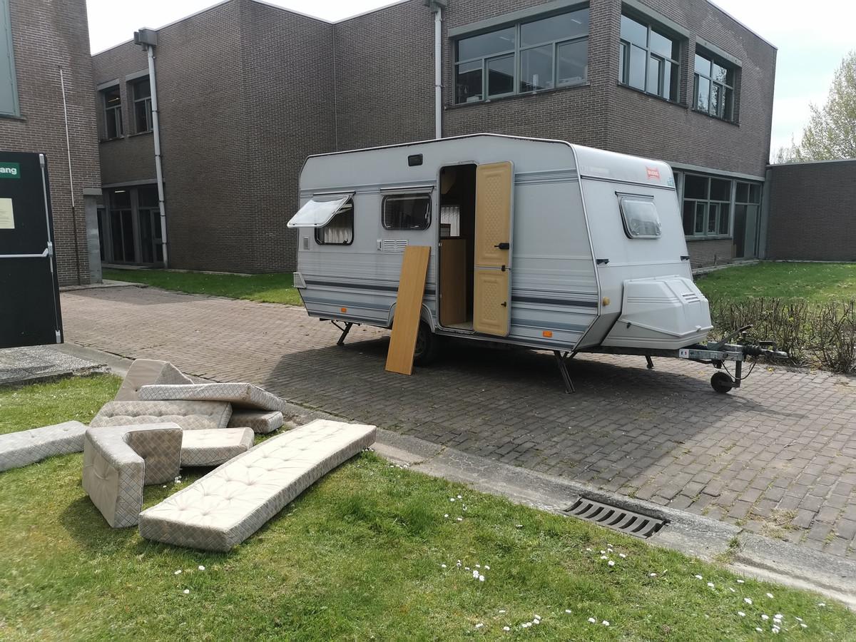 De caravan die de leerlingen van het vijfde jaar houtbewerking van Richtpunt campus Ninove een nieuw leven zullen geven.