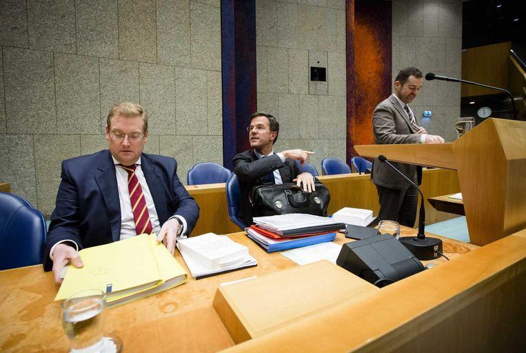 Minister Van der Steur (links) in Vak K. Beeld anp