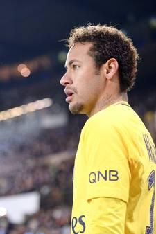 Neymar keert terug uit Brazilië en is inzetbaar voor PSG