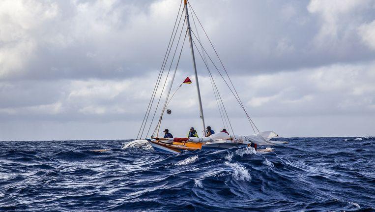 Aan boord van de Jebro volgen de wetenschappers Huth, Van Vledder en Genz een van de laatste 'Golvenlezers'. Beeld Mark Peterson / Redux / HH