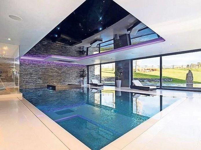 Het binnenbad in de nieuwe villa van Cristiano Ronaldo.