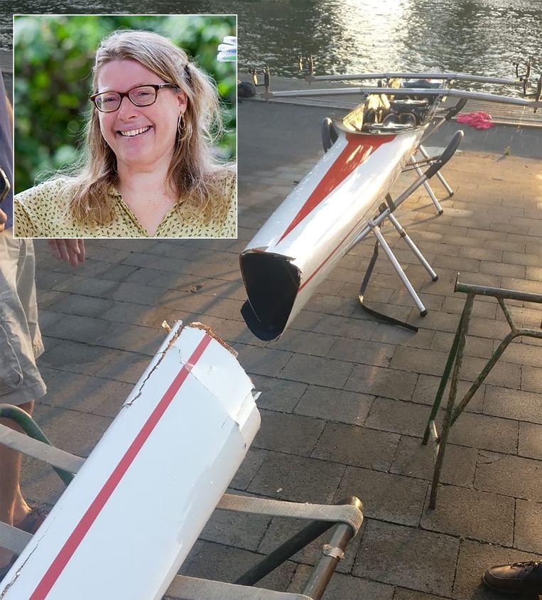 De roeiboot van Anneke Laverman (inzet) brak finaal doormidden toen een brugspringer er bovenop kwam.