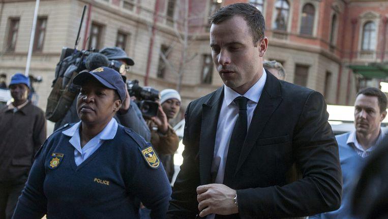 De Zuid-Afrikaanse atleet Oscar Pistorius bij de rechtbank in Pretoria gisteren. Beeld getty