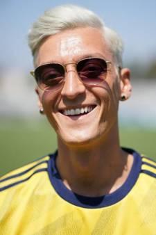 Rapinoe-coupe voor Özil na verloren weddenschap