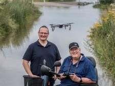 Dronevliegers Rene en Mike uit Heteren brengen het wassende water in beeld: 'De Mercedes onder de drones'