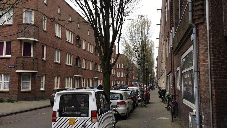 De straat waar het schietincident plaatsvond. Beeld Maarten van Dun