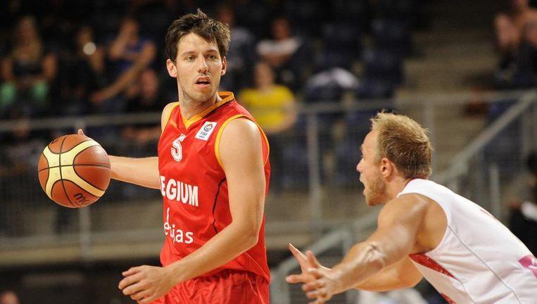 De Belgian Lions zullen het in de EK-kwalificaties zonder spelmaker Sam Van Rossom (links) moeten doen. De basketballer kampt met een aanslepende blessure. Beeld belga