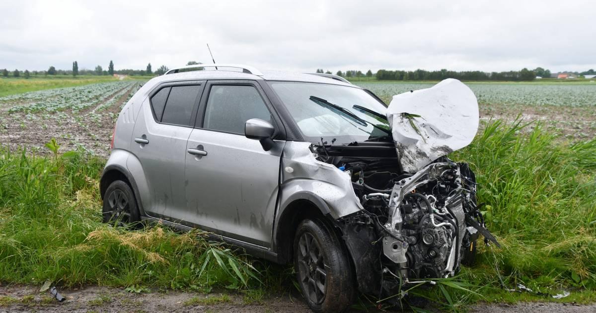 Kop-staart aanrijding tussen twee autos in Groningen.