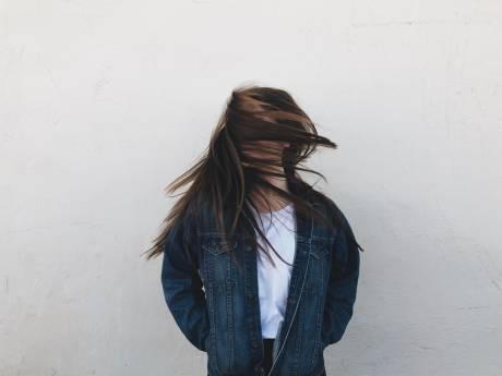 Ne jetez plus cet ingrédient qui fait des miracles sur vos cheveux