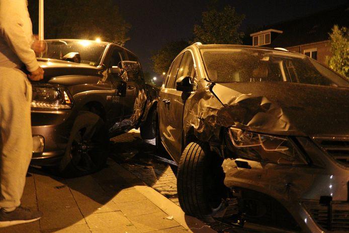 Grote schade nadat een auto uit de bocht vloog in Utrecht.