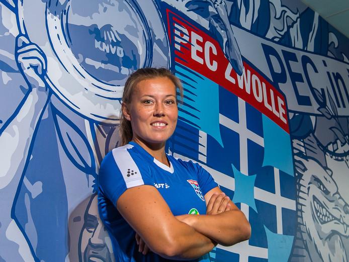 Dominique Bruinenberg moet voor de routine zorgen in het jonge team van de vrouwen van PEC Zwolle.