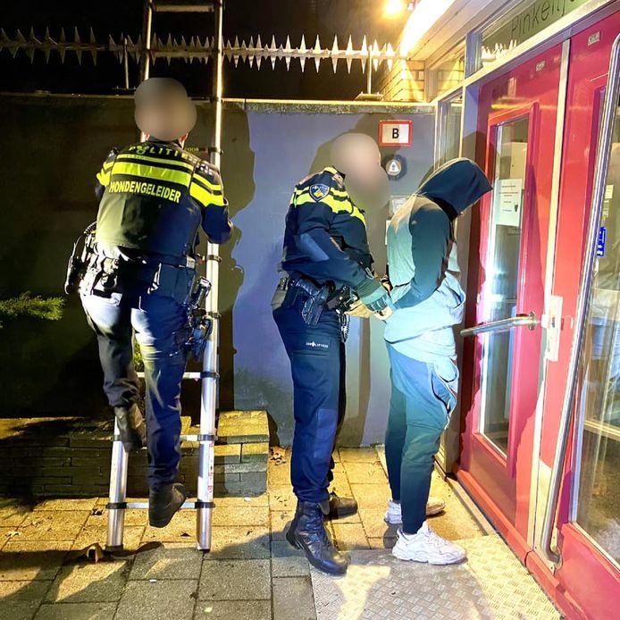 'De schandpaal als straf hebben we in de middeleeuwen achtergelaten. Het Facebookaccount van de politie moet daar dan ook geen online variant van zijn', aldus GroenLinks-raadslid Stephan Leewis.