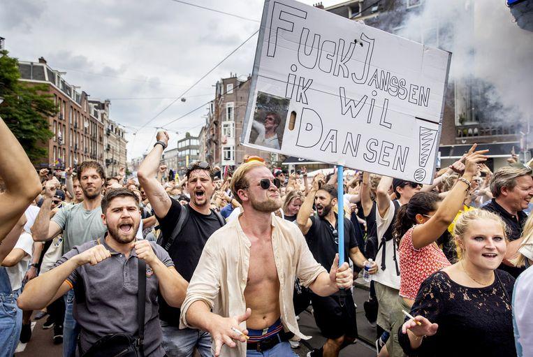 Zaterdag werden in diverse steden – waaronder Amsterdam – protestmarsen georganiseerd. De betogers eisen dat de evenementenbranche weer op volledige capaciteit gaat draaien. Beeld ANP