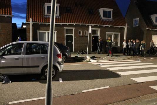 De auto (links) reed volgens een getuige met hoge snelheid.