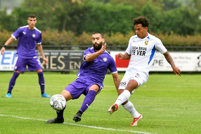 Million Manhoef tikt de 2-0 binnen voor Vitesse tegen OFI Kreta.
