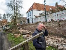 Historische stadsmuur van Elburg stort in, maar schade valt volgens Jan Coenraad mee: 'Er is nog geen ei gebroken'