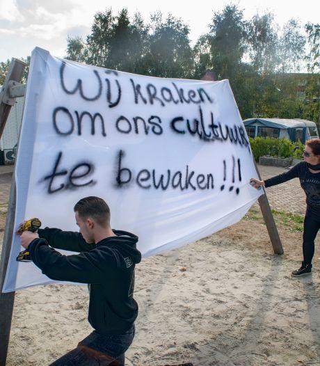 Familie Visser 'kraakt' plek voor kinderen op kampje Heesch:'Er zit nog steeds woonwagenbestemming op'