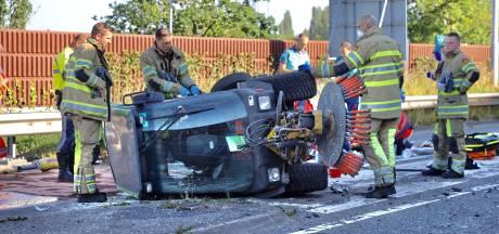 Politie start zoekactie naar telefoon overleden slachtoffer (56) veegwagenongeluk