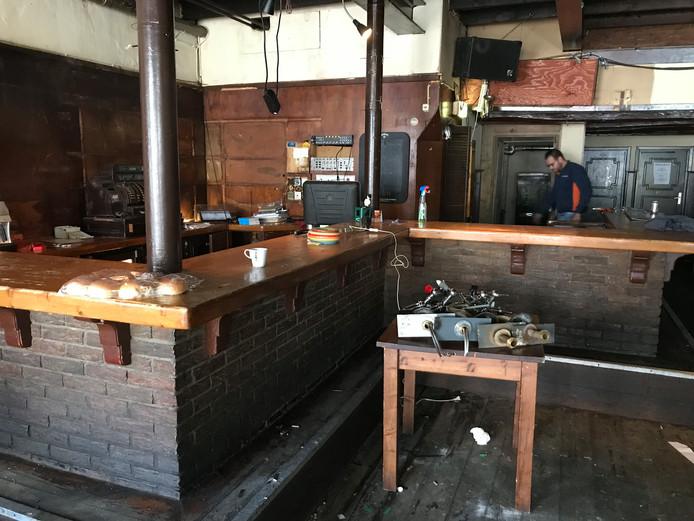 De bar nog op de oude plek in Merleyn, voor de ontmanteling.
