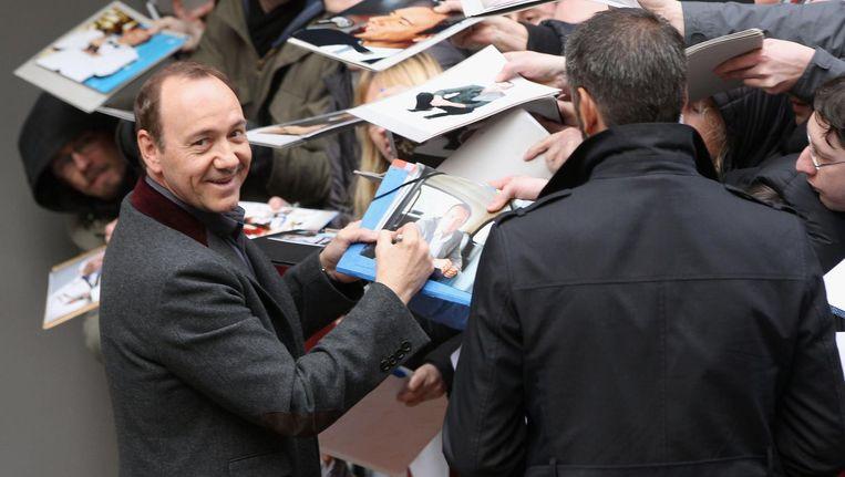 Kevin Spacey deelt handtekening uit op het filmfestival in Berlijn Beeld getty