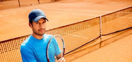 Hoe vluchteling Sattar van poffertjesverkoper in Dubai tennisleraar werd in Apeldoorn: 'Blijf vechten'