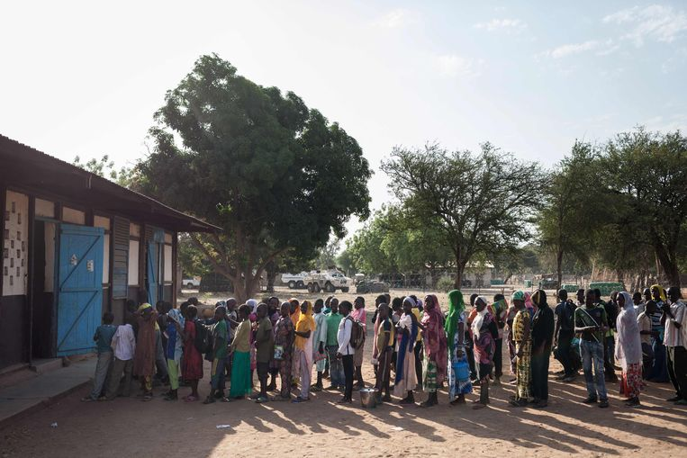 De Birao school in het noorden van de Centraal Afrikaanse Republiek. Ook hier is het probleem: veel leerlingen, te weinig leraren. Beeld AFP