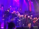 De Joe Cover Band in Paradiso met precies in het midden Leon van de Laar.