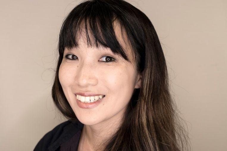 Makiko uit Japan: 'Als wij daten, duurt het vier dagen voordat je iemands hand mag aanraken. Op dag twee denk je dan al: de chemie is er niet, laat maar.' Beeld Lieve Blancquaert