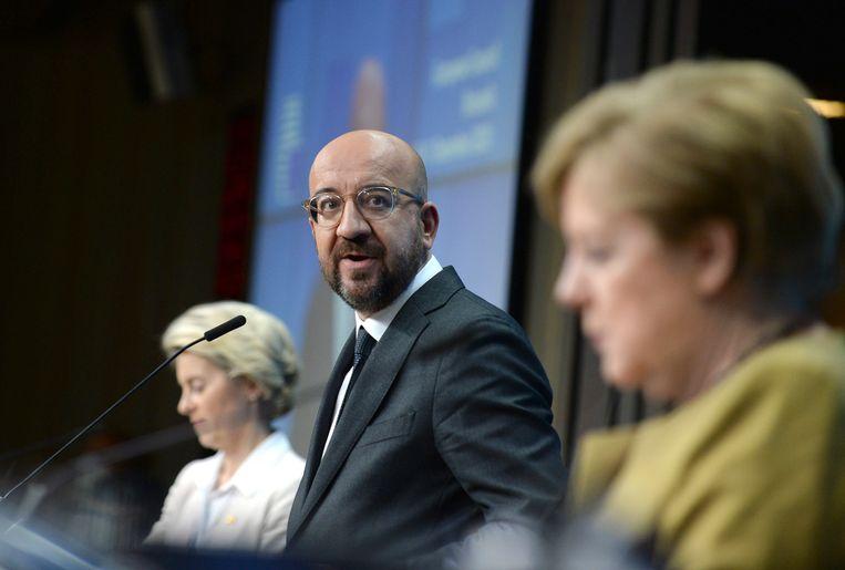 Voorzitter Charles Michel van de Europese Raad tijdens de persconferentie vrijdag na afloop van de EU-top, die 21 uur duurde.  Beeld AP