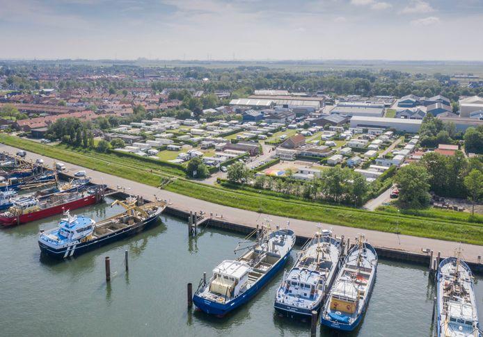 Camping Zon en Zee in Yerseke ligt ingeklemd tussen de visserijhaven en een industrieterrein. Wat de gemeente betreft een ideale plek voor nieuwe, lichte bedrijvigheid.