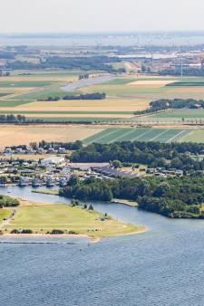Landingsbaan vliegveld Midden-Zeeland verlegd voor vakantiepark