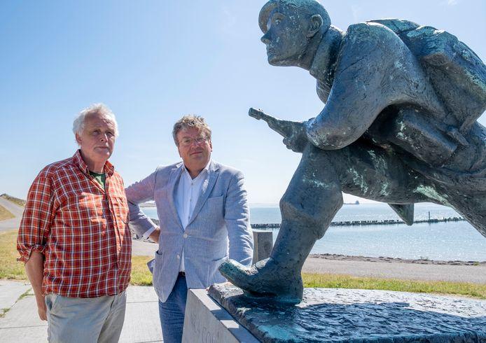 Hans Sakkers (links) en Tobias van Gent zijn genomineerd voor de Zeeuwse Boekenprijs met hun boek over de Slag om de Schelde.