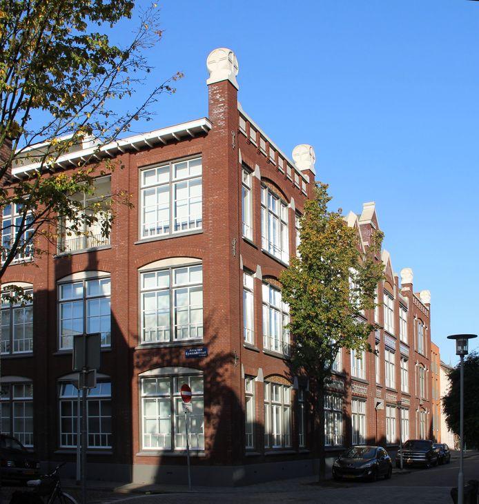 De herbouw van de Teeken- en Ambachtsschool, een woongebouw, aan de Catharinastraat.