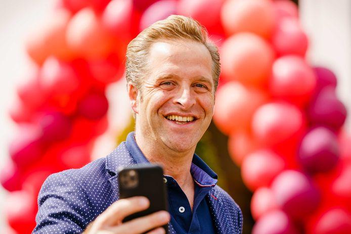 Minister Hugo de Jonge tijdens zijn bezoek aan Centrum voor Wonen en Zorg Heidestede, 25 april.