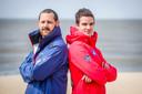 Hoofdredder van Oostende Jonathan Devos en postoverste Niels Vermeulen getuigen over de zomer van 2020, de 'ergste' zomer ooit aan de kust. Ze blikken ook vooruit met ons, over wat deze zomer komen zal .