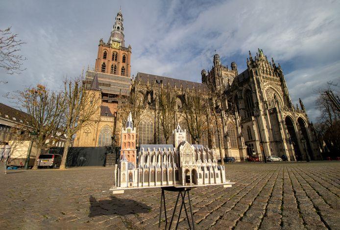 De Sint-Jan met op de voorgrond de 3D-puzzel.