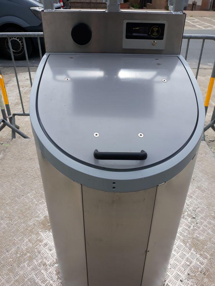 Deze ondergrondse afvalcontainers worden getest.
