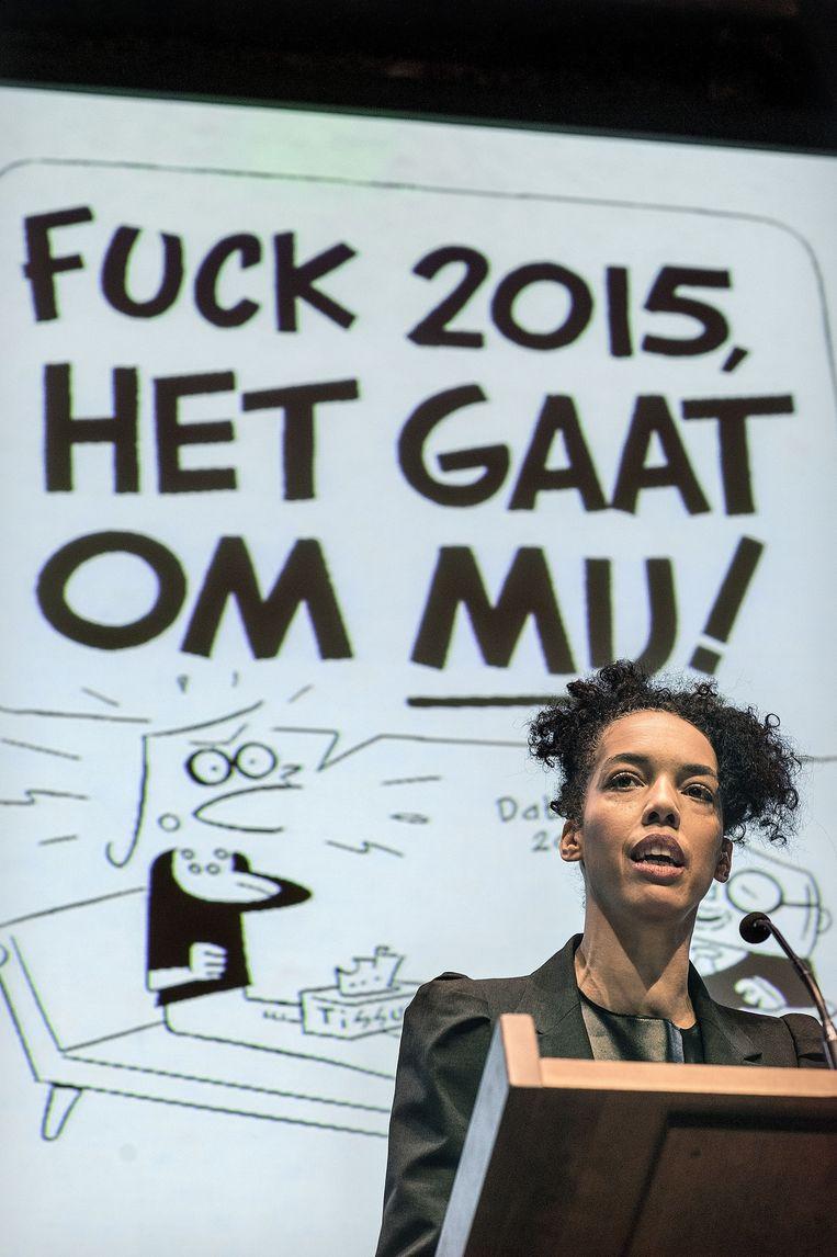 Harriet Duurvoort voor een cartoon van Peter de Wit. Beeld Guus Dubbelman